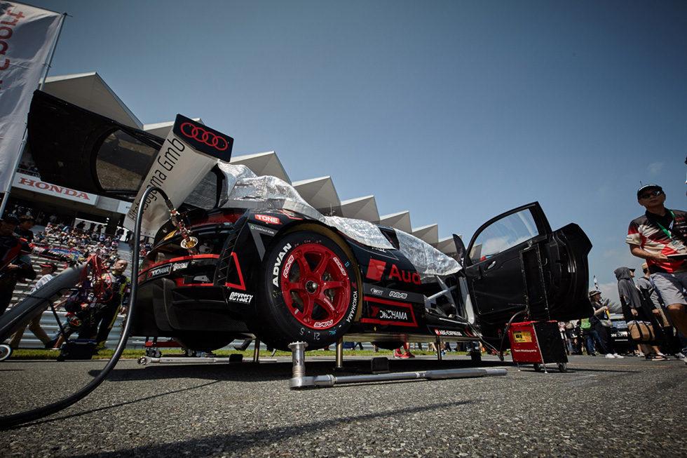 RAYSホイールを履いたHitotsuyama Audi R8 LMS